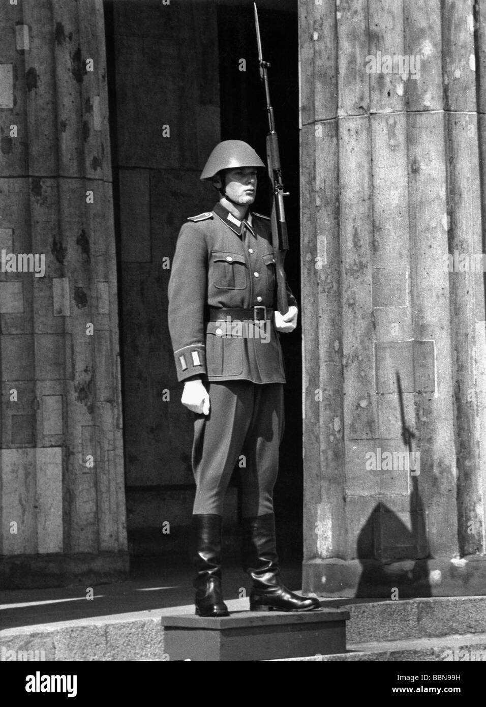 military, East Germany, National People's Army, Land Forces, guard of honour, Neue Wache, soldier of 1st Guards Stock Photo