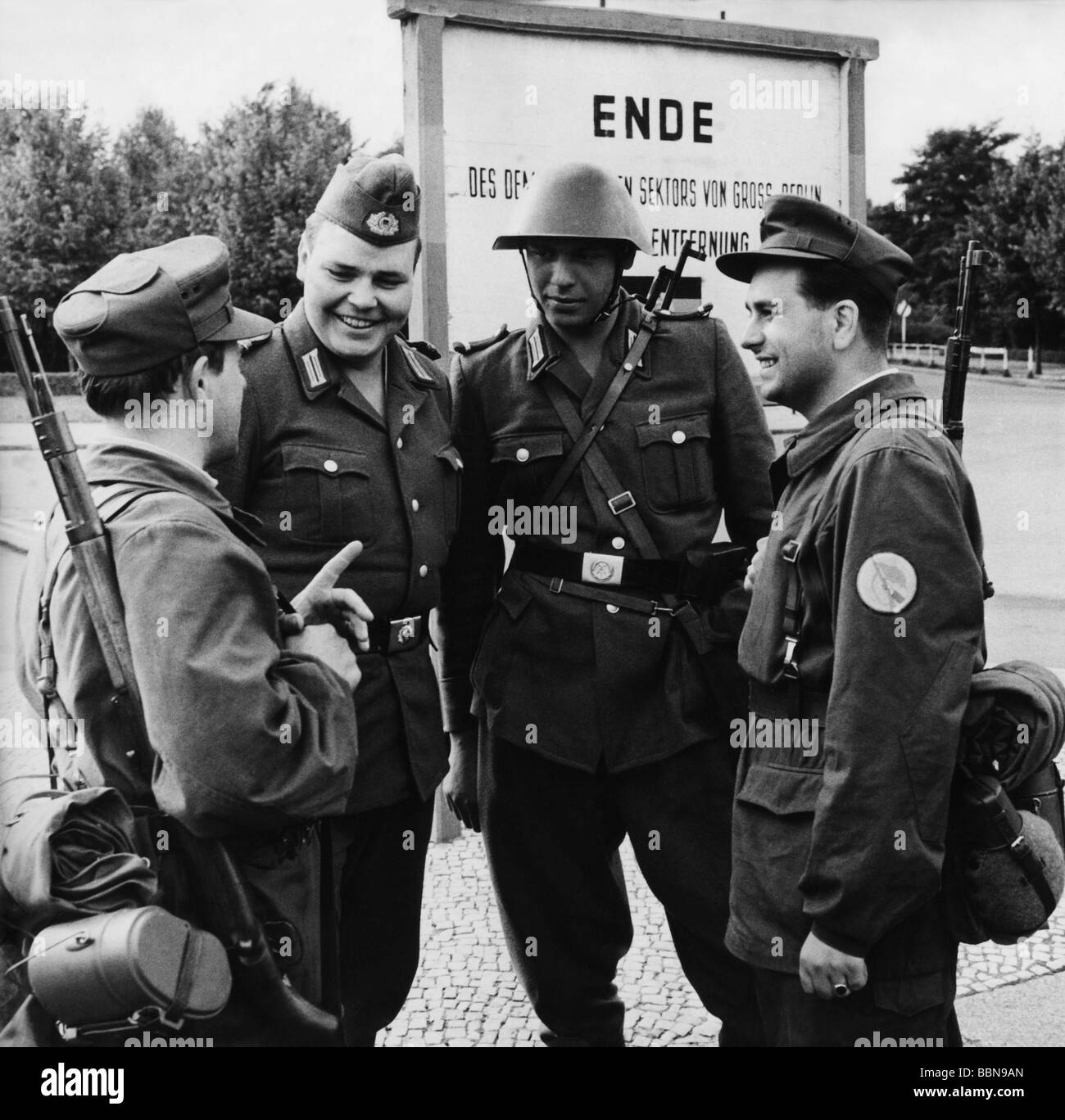 geography / travel, Germany, Berlin, wall, construction, members of National People's Army and Combat Groups - Stock Image