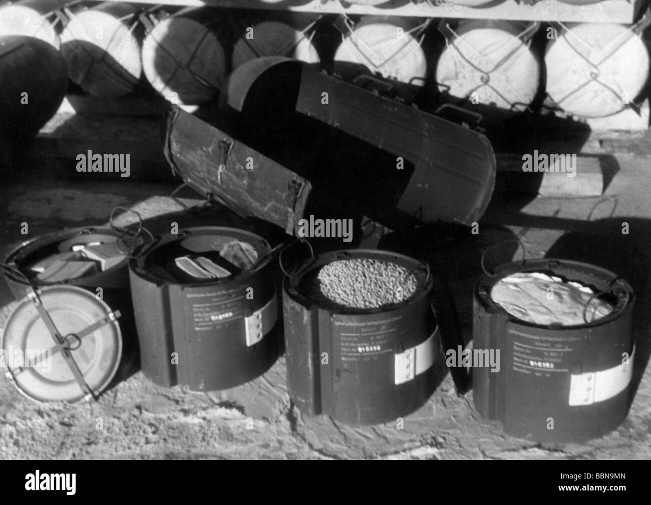 events, Second World War / WWII, aerial warfare, bombs / bombings, boxes for a German aerial delivery unit, filled - Stock Image