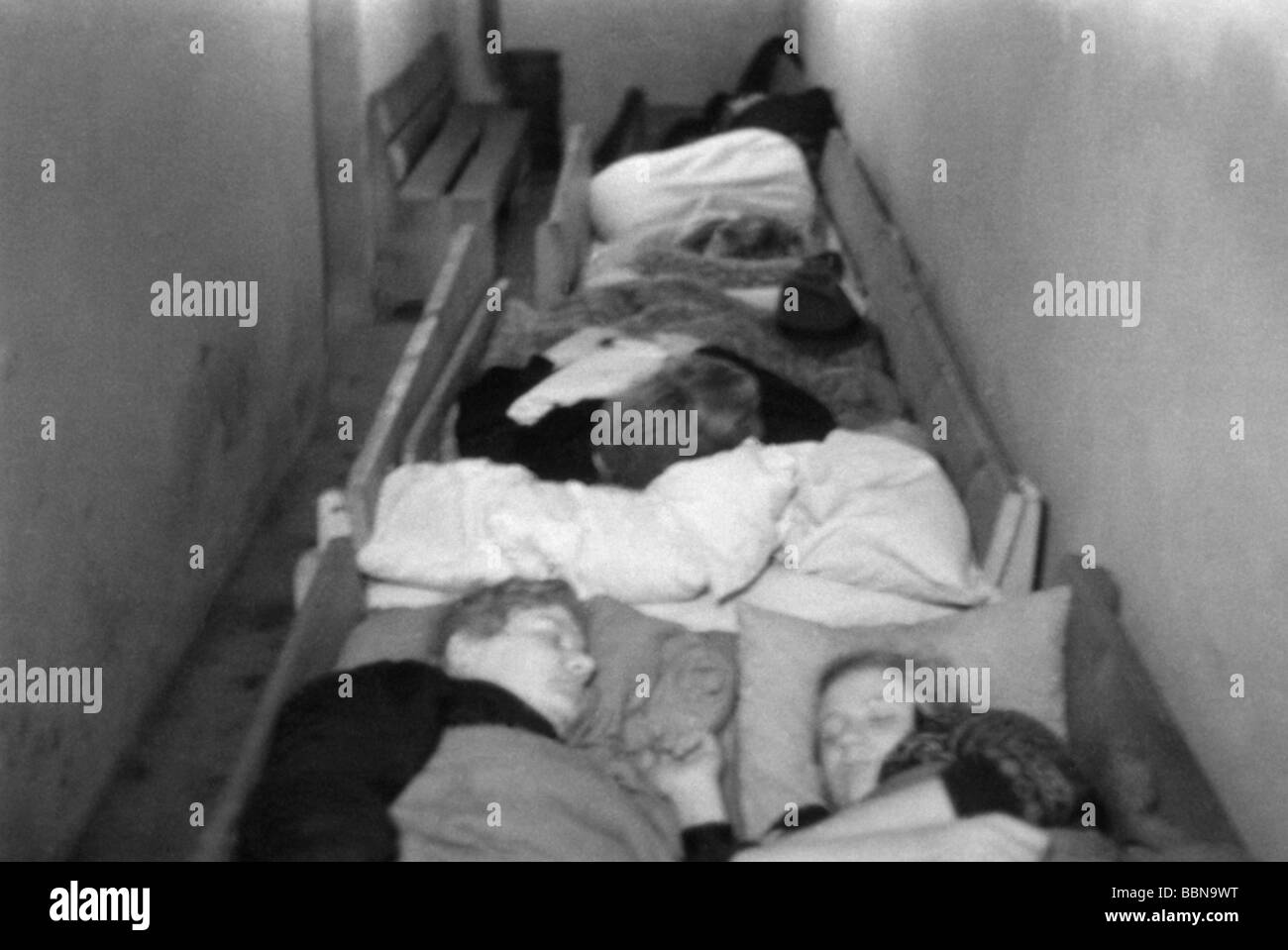 events, Second World War / WWII, aerial warfare, Germany, civilians sleeping in an air raid shelter, circa 1944, - Stock Image