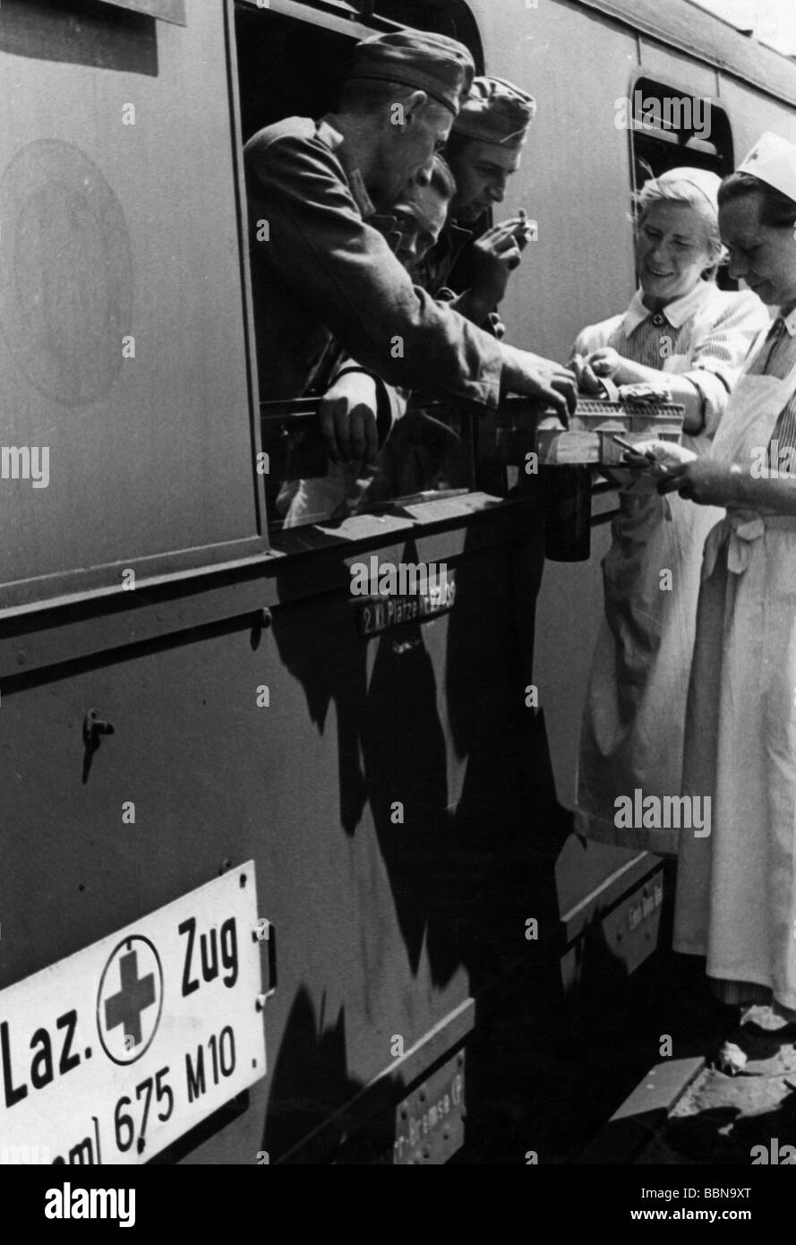 events, Second World War / WWII, Germany, medical service, nurses providing wounded soldiers from a German hospital - Stock Image