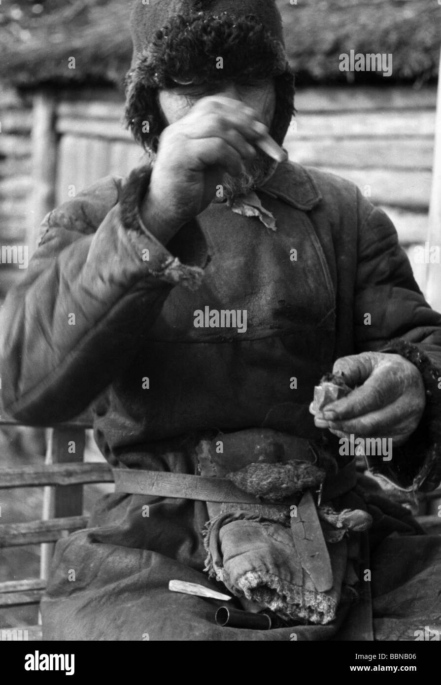 geography / travel, Russia, people, Russian farmer making fire with primitive lighter, autumn 1941, Additional-Rights - Stock Image