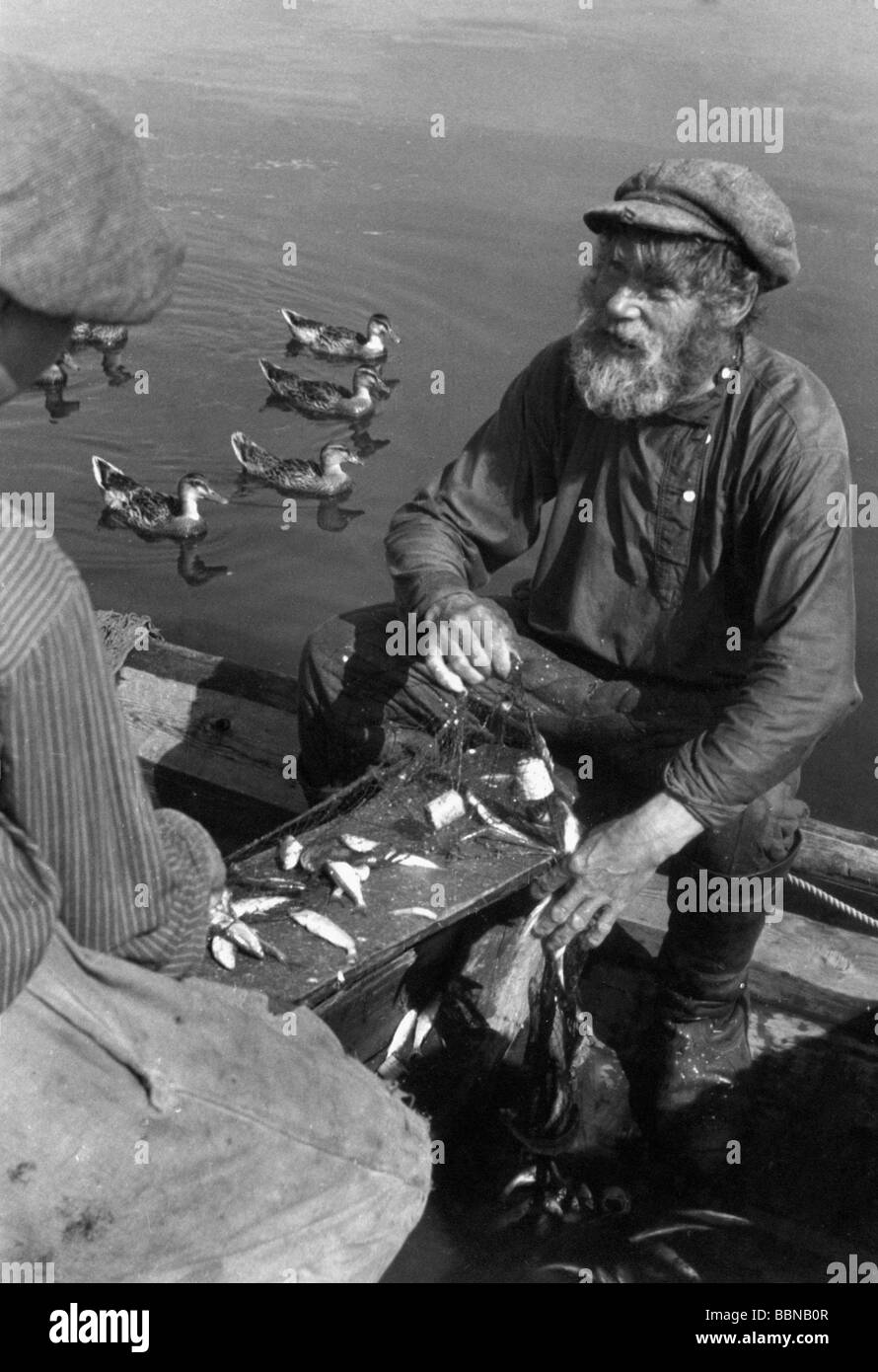 geography / travel, Russia, people, Russian fisherman at Lake Ilmen, September 1941, Additional-Rights-Clearances - Stock Image