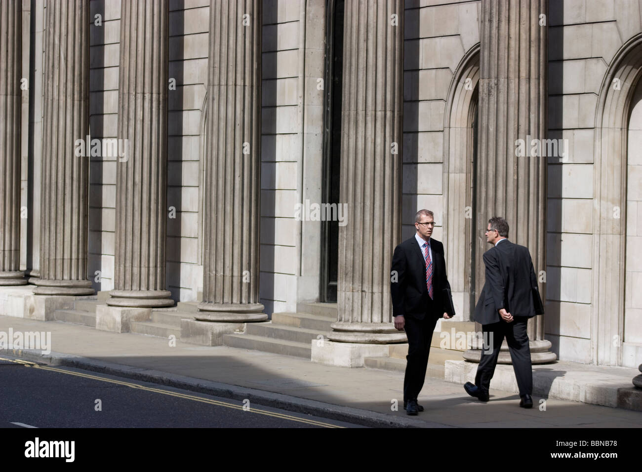 Pillars of the bank of england with office workers threadneedle street city of london - Stock Image