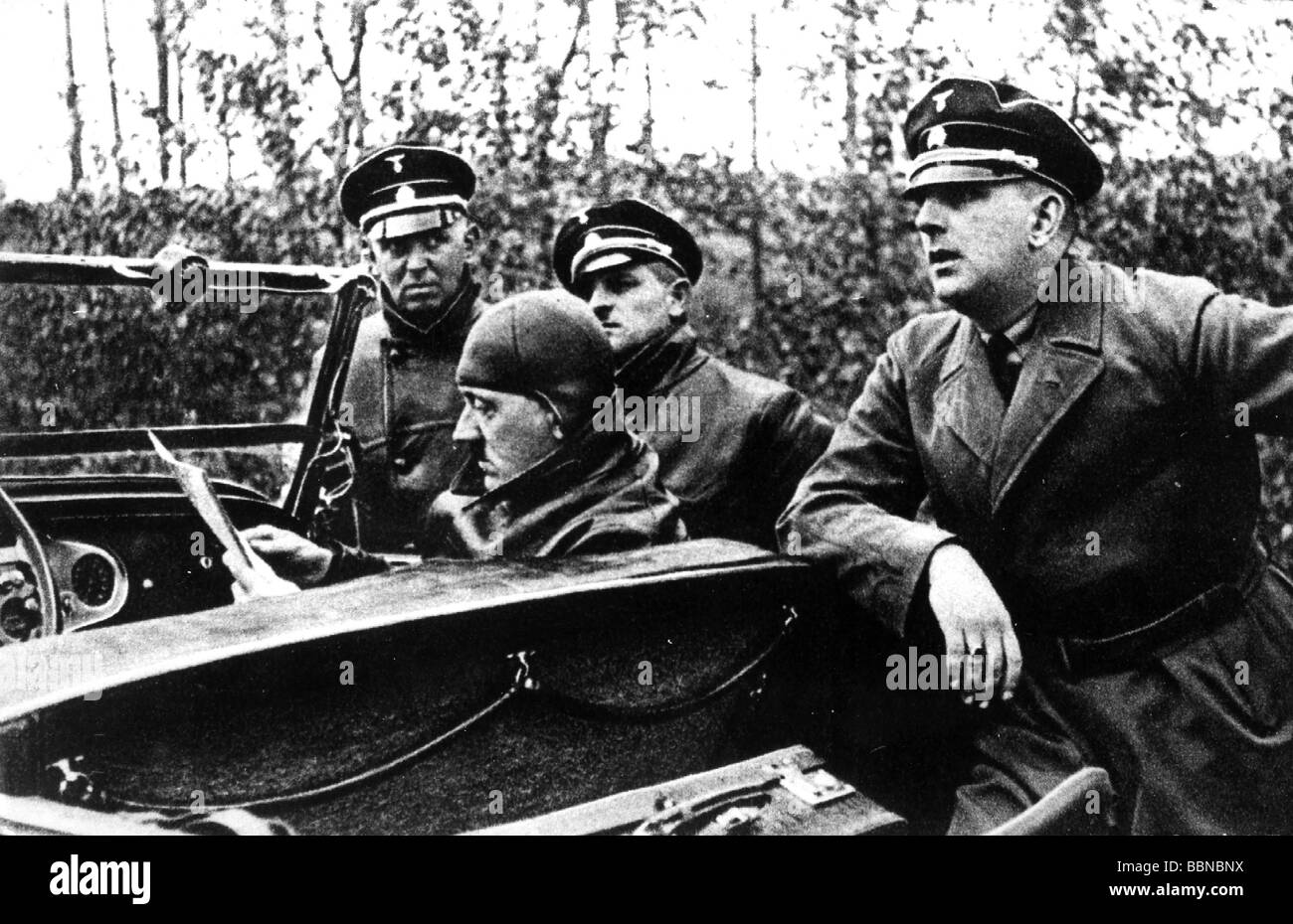 Hitler, Adolf, 20.4.1889 - 30.4.1945, German politician (NSDAP) Chancellor since 30.1.1933, in car, orientating - Stock Image