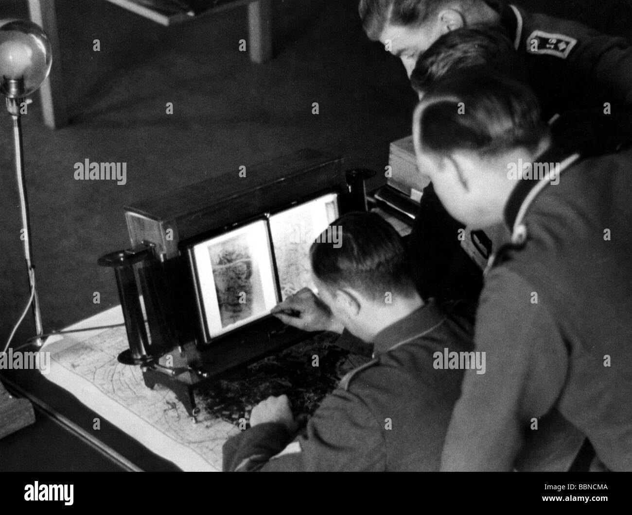 Nazism / National Socialism, military, Wehrmacht, Luftwaffe, reconnaissance, examination of aerial recce photos, - Stock Image