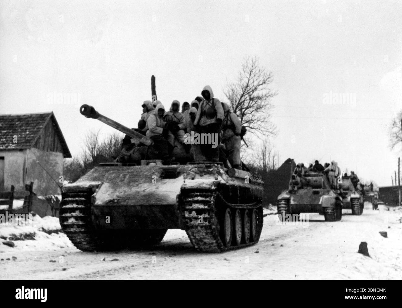 events, Second World War / WWII, Russia 1944 / 1945, German 'Panther' tanks with mounted infantry on the - Stock Image