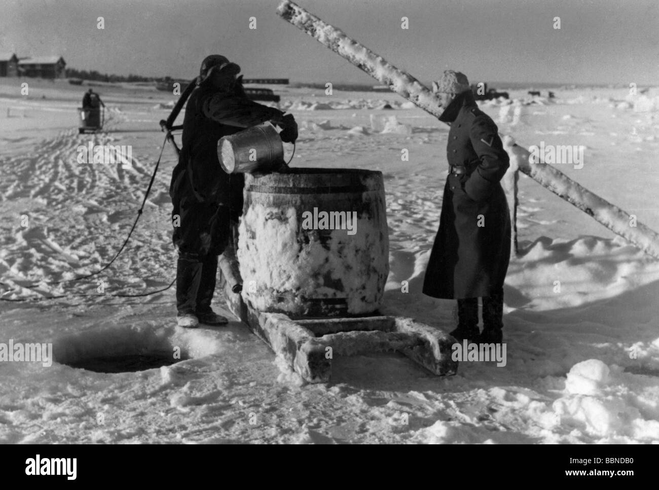 events, Second World War / WWII, Finland, German soldiers getting water from a frozen lake, probably winter 1941/1942, - Stock Image