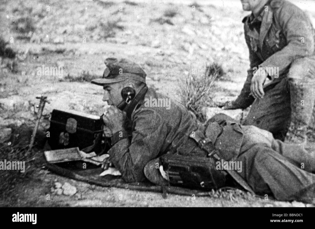 events, Second World War / WWII, North Africa, soldiers of the German Afrikakorps with field telephone FF33, 1941 - Stock Image