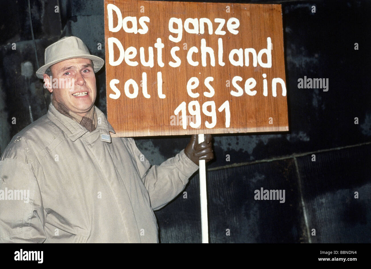 geography / travel, Germany, reunification, demonstrator with banner, November 1989, Additional-Rights-Clearances - Stock Image