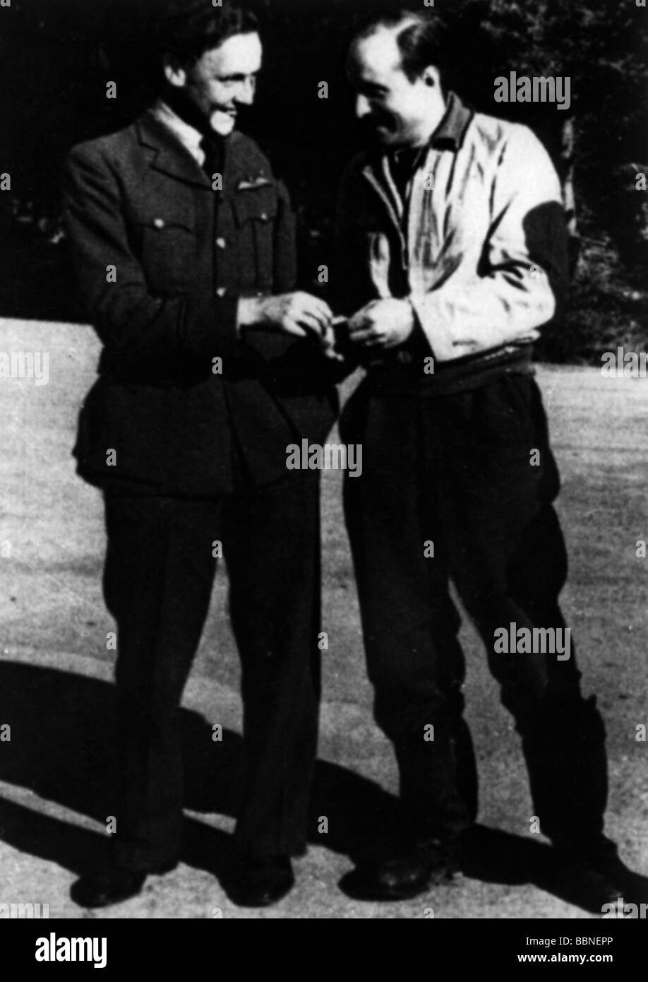events, Second World War / WWII, aerial warfare, persons, captured British fighter pilot with his German foe, France, - Stock Image