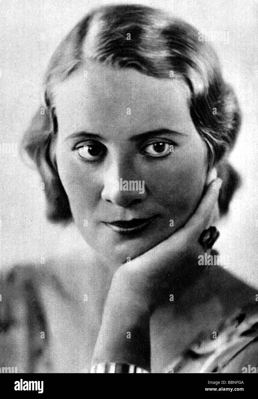 Straub Agnes 241890 87 1941 German Actress Portrait Circa