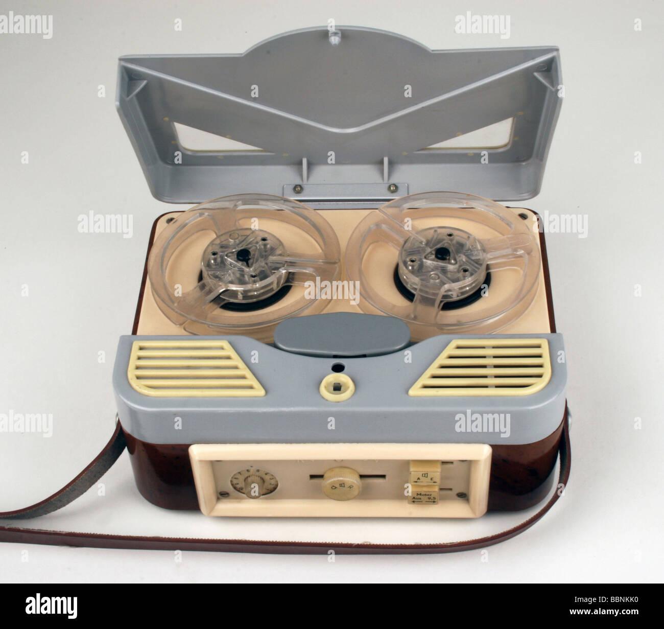 https://c8.alamy.com/comp/BBNKK0/technics-sound-tape-units-sound-tape-player-pouva-bndi-small-made-BBNKK0.jpg