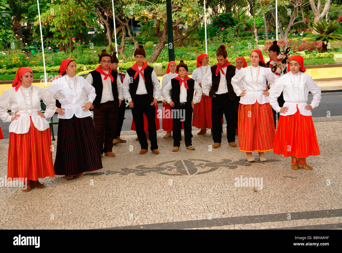 geography / travel, Portugal, Madeira, Funchal: Islanders in traditional garb of a Campanário folklore-group - Stock Image