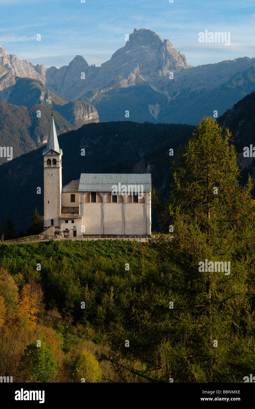 geography / travel, Italy, Trentino, Pieve di Cadore: Alpine landscape and church, Außenansicht, Additional - Stock Image