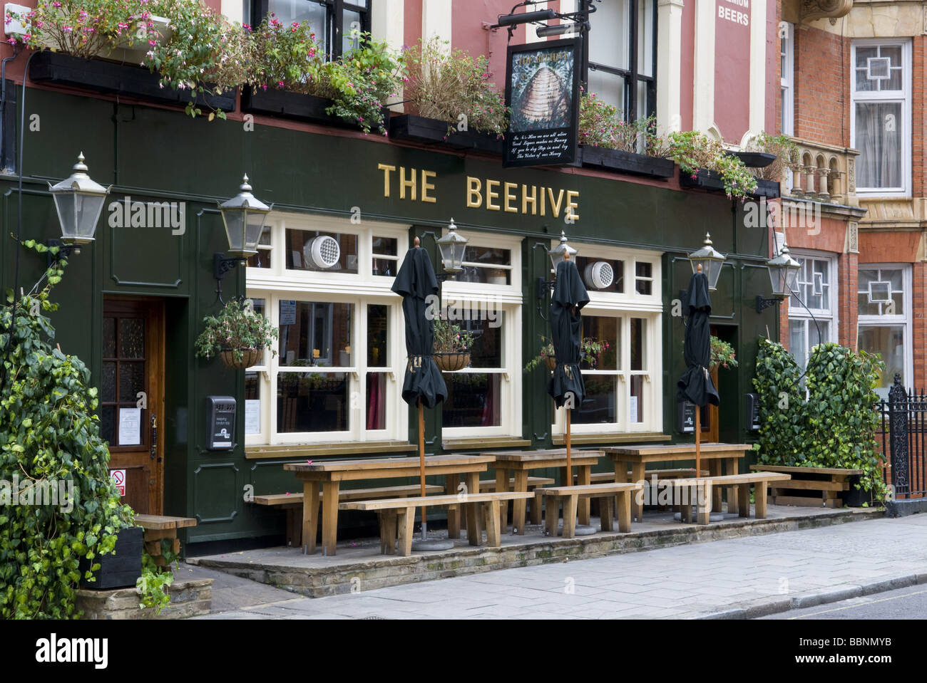 geography / travel, Great Britain, London, Pub 'The Beehive', exterior view, Additional-Rights-Clearance - Stock Image