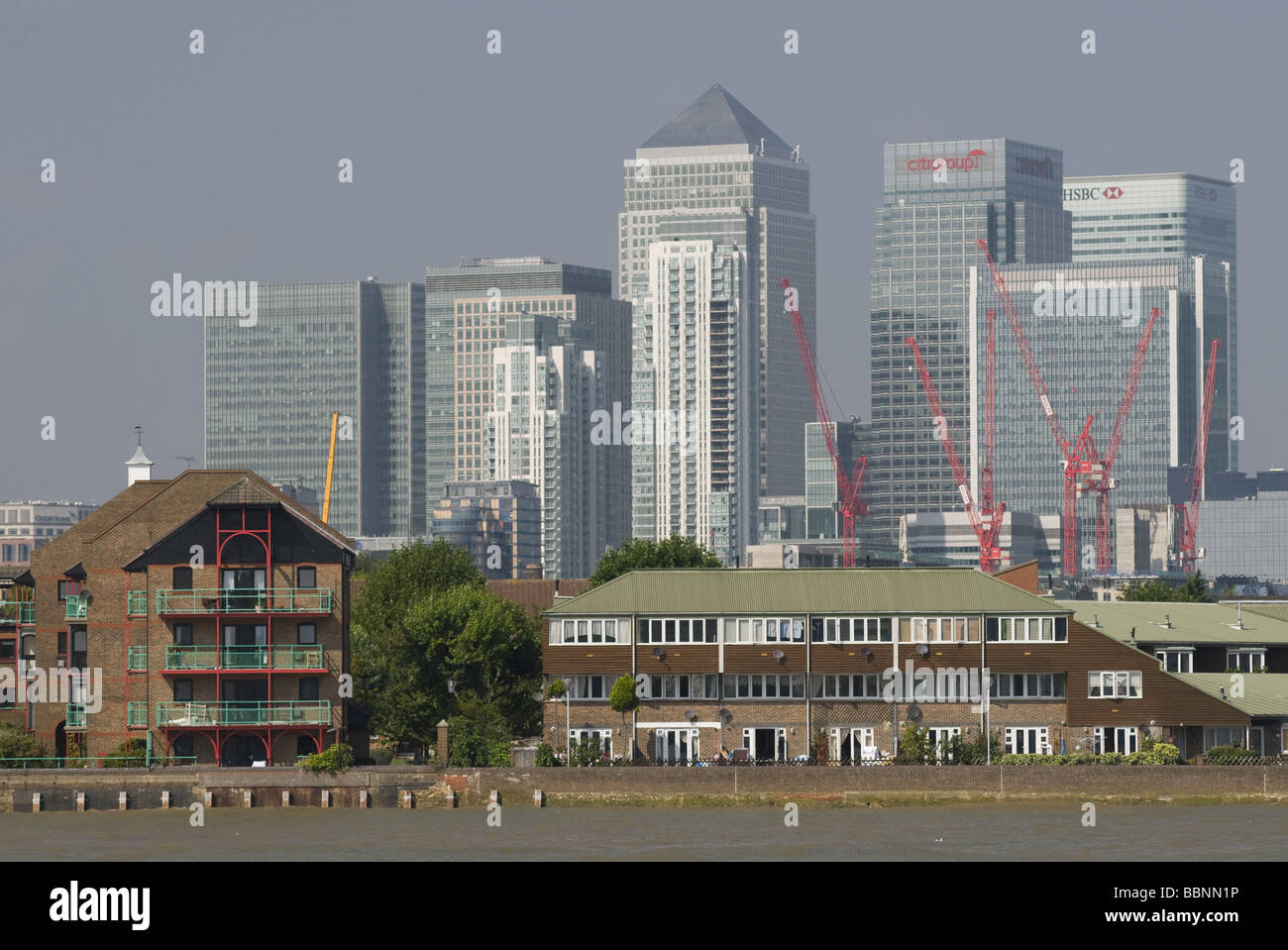 geography / travel, Great Britain, London, Docklands, Canary Wharf Tower, Thames River, Additional-Rights-Clearance - Stock Image