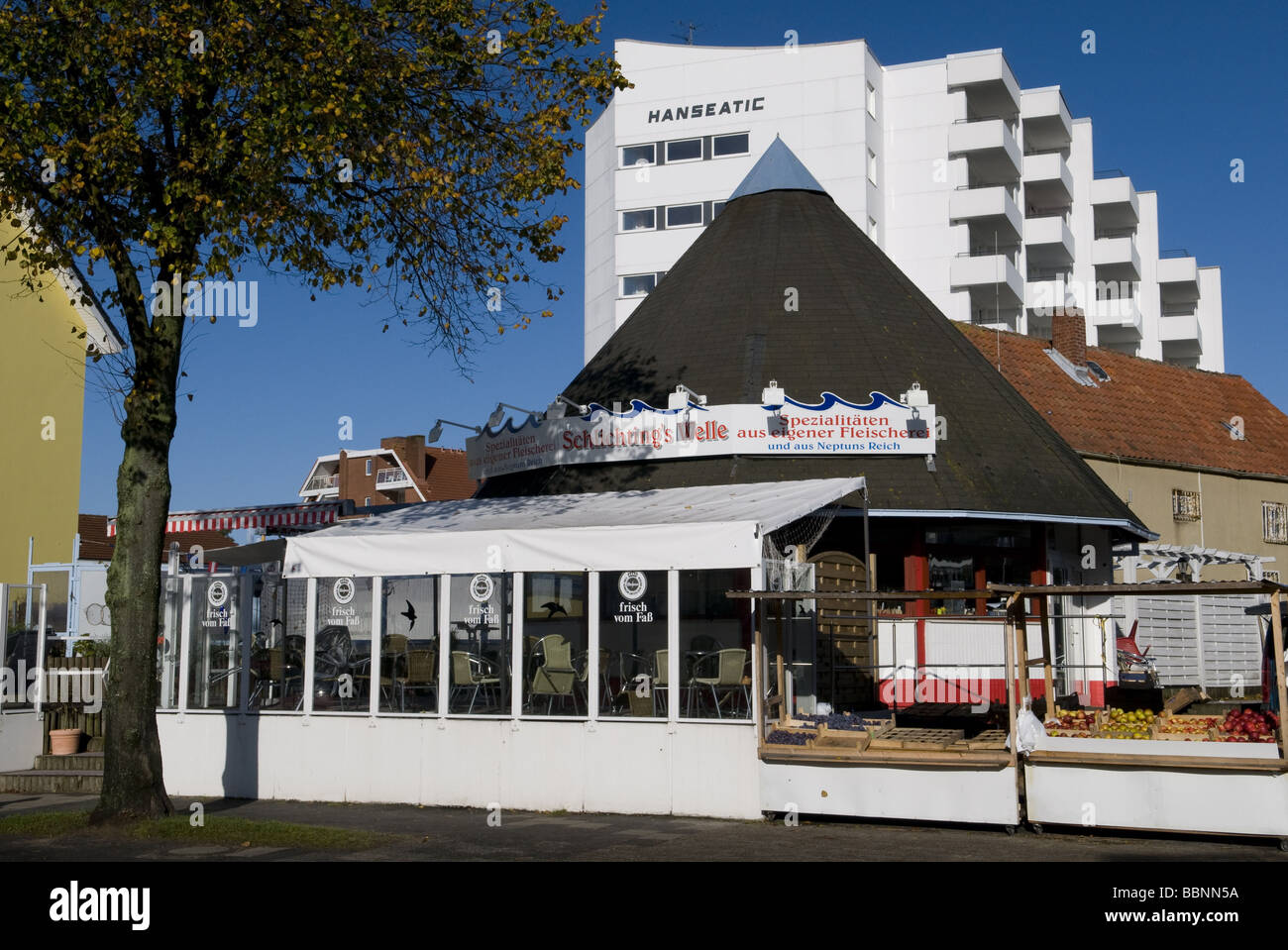 geography / travel, Germany, Lower Saxony, Cuxhaven, Duhnen, North Sea coast, Restaurant 'Schlichtungswelle', - Stock Image