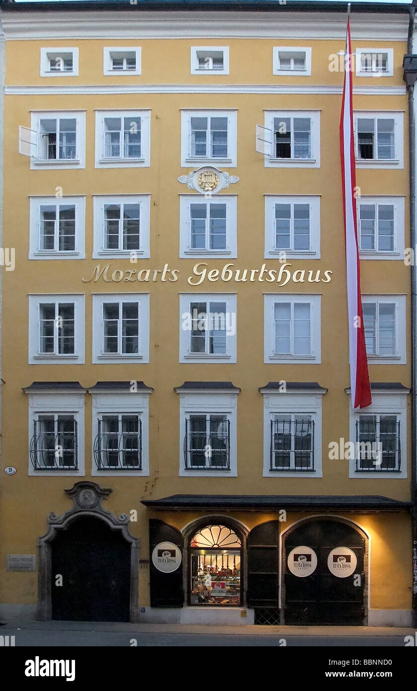 geography / travel, Austria, Salzburg, building / buildings, Mozart Birth House, exterior view, Additional-Rights - Stock Image