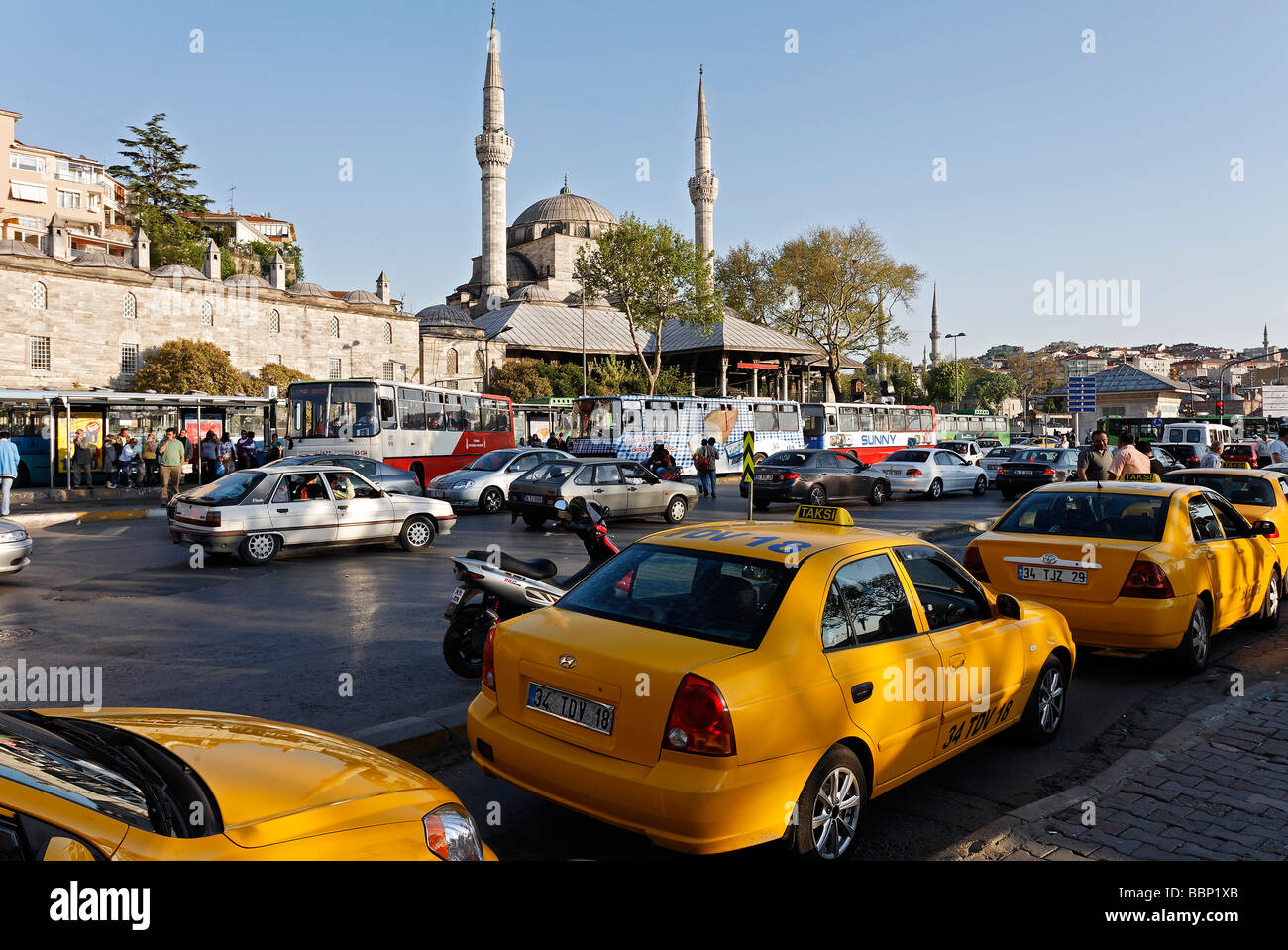 Row of taxis on the main square in Ueskuedar, rush hour, Iskele Mosque, Istanbul, Turkey - Stock Image