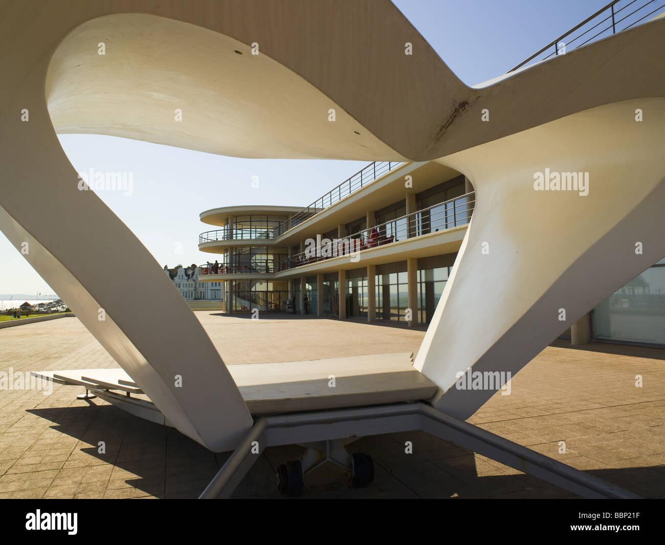 De la Warr Pavilion Bexhill on Sea  Mendelssohn & Chermayeff bandstand McLaughlin 2001 - Stock Image