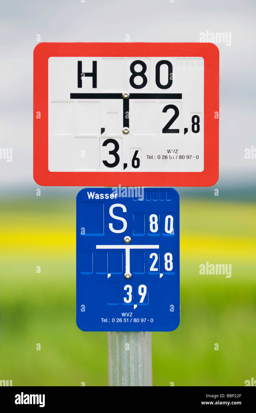 Water hydrant sign with slide plate - Stock Image