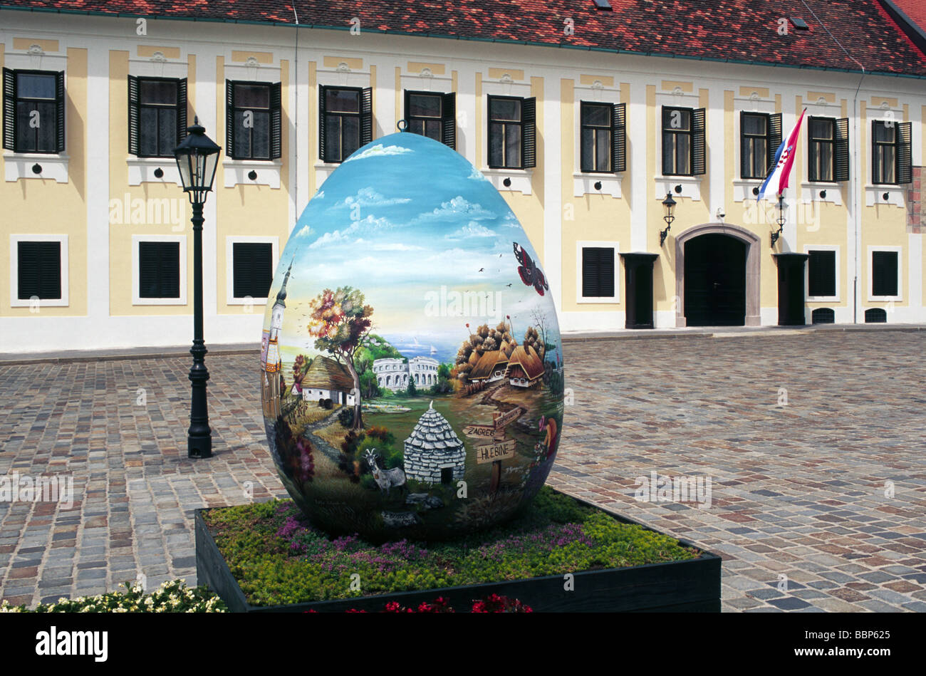 Eastern egg in the front of Croatian government palace, Upper Town, Zagreb, Croatia - Stock Image