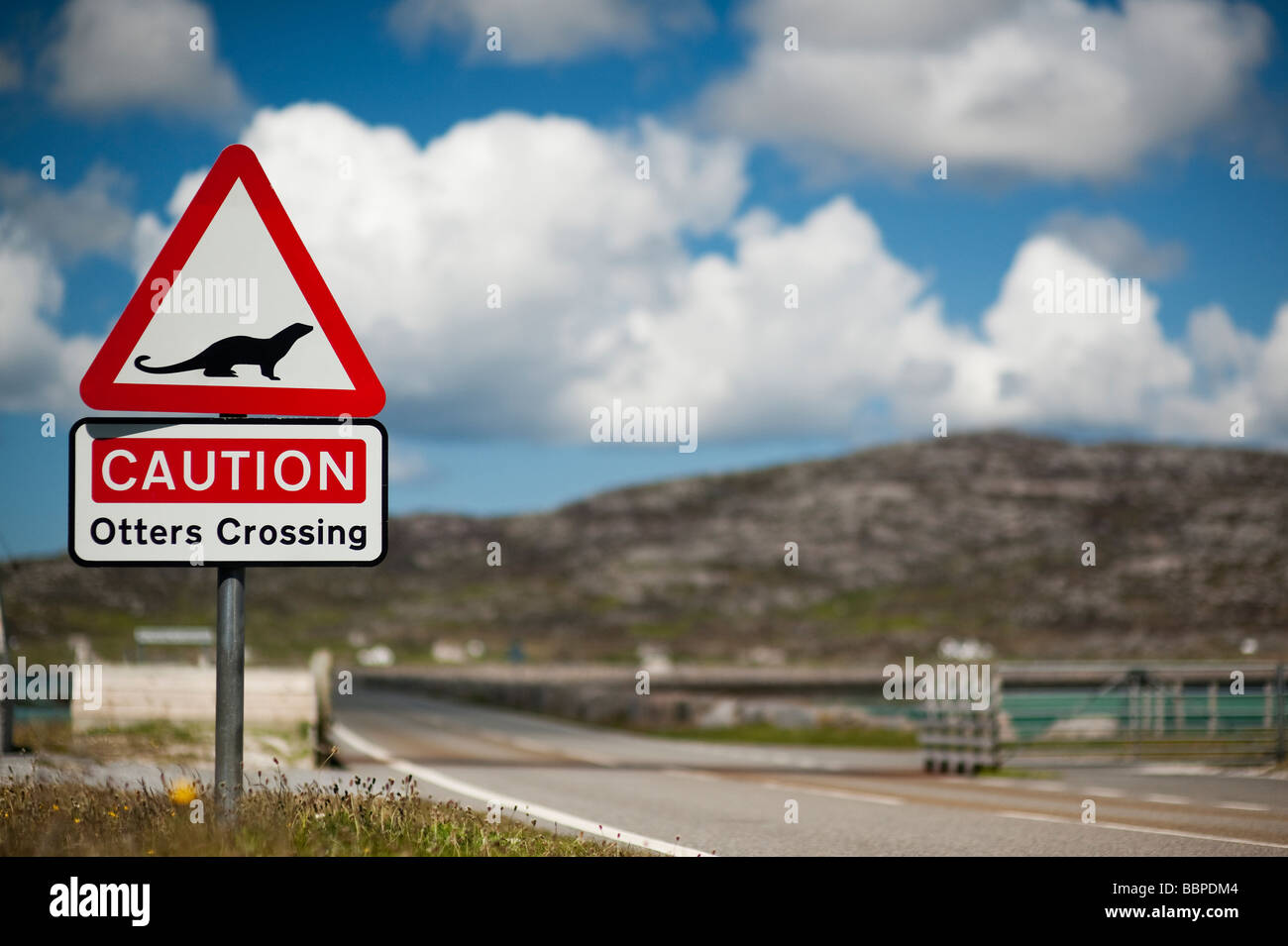 Otter crossing road sign, Eriskay causeway, South Uist, Outer Hebrides, Scotland - Stock Image