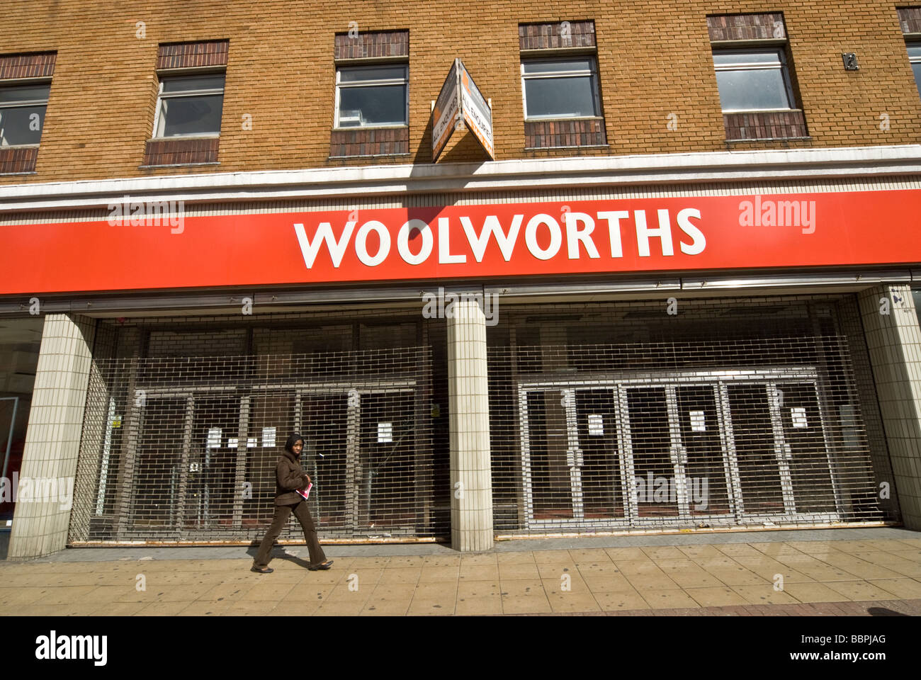 EMPTY PECKHAM WOOLWORTHS AFTER THE CLOSURE 2009 - Stock Image