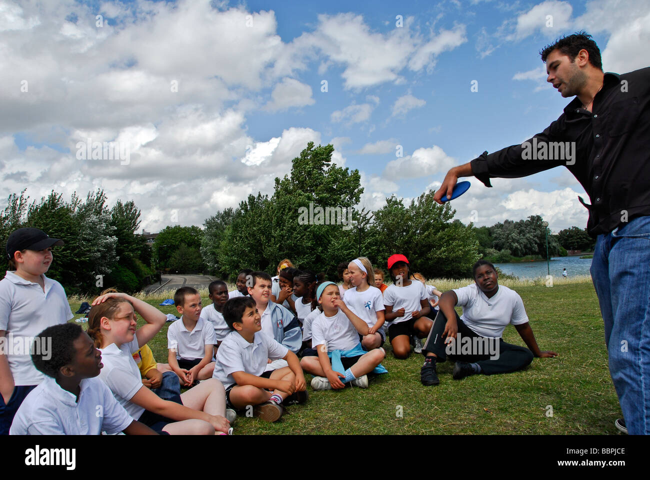 SPORTS TEACHER GIVING INSTRUCTION FOR THE CLASS / ANNUAL SCHOOL SPORTS DAY BURGES PARK 2009 - Stock Image