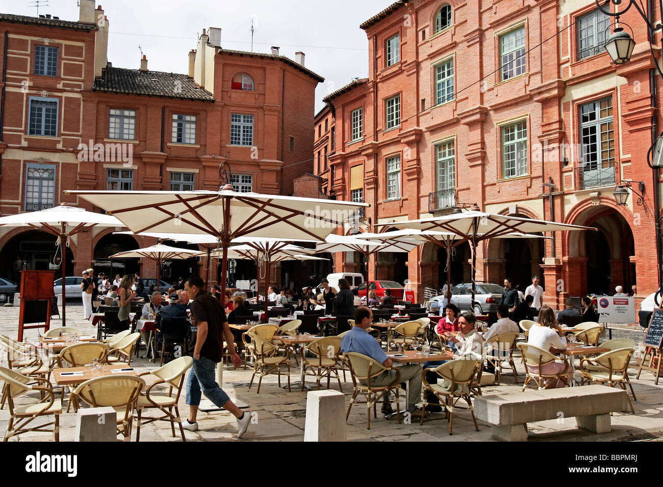SIDEWALK CAFES AND RESTAURANTS ON THE PLACE NATIONALE, TOWN OF MONTAUBAN, TARN-ET-GARONNE (82), FRANCE - Stock Image