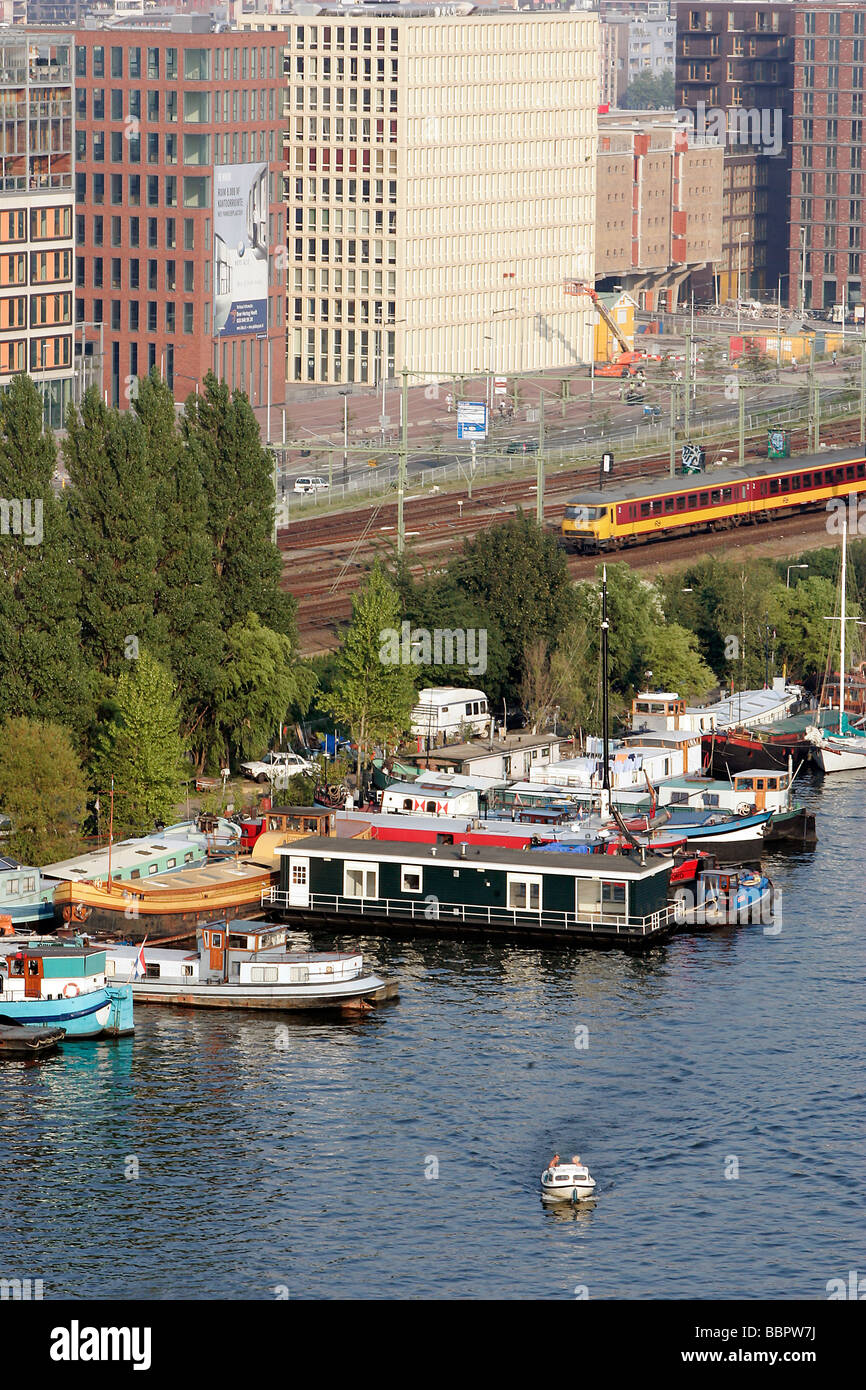 HOUSE BOATS AND COMMUTER TRAINS IN THE NEIGHBOURHOOD OF THE