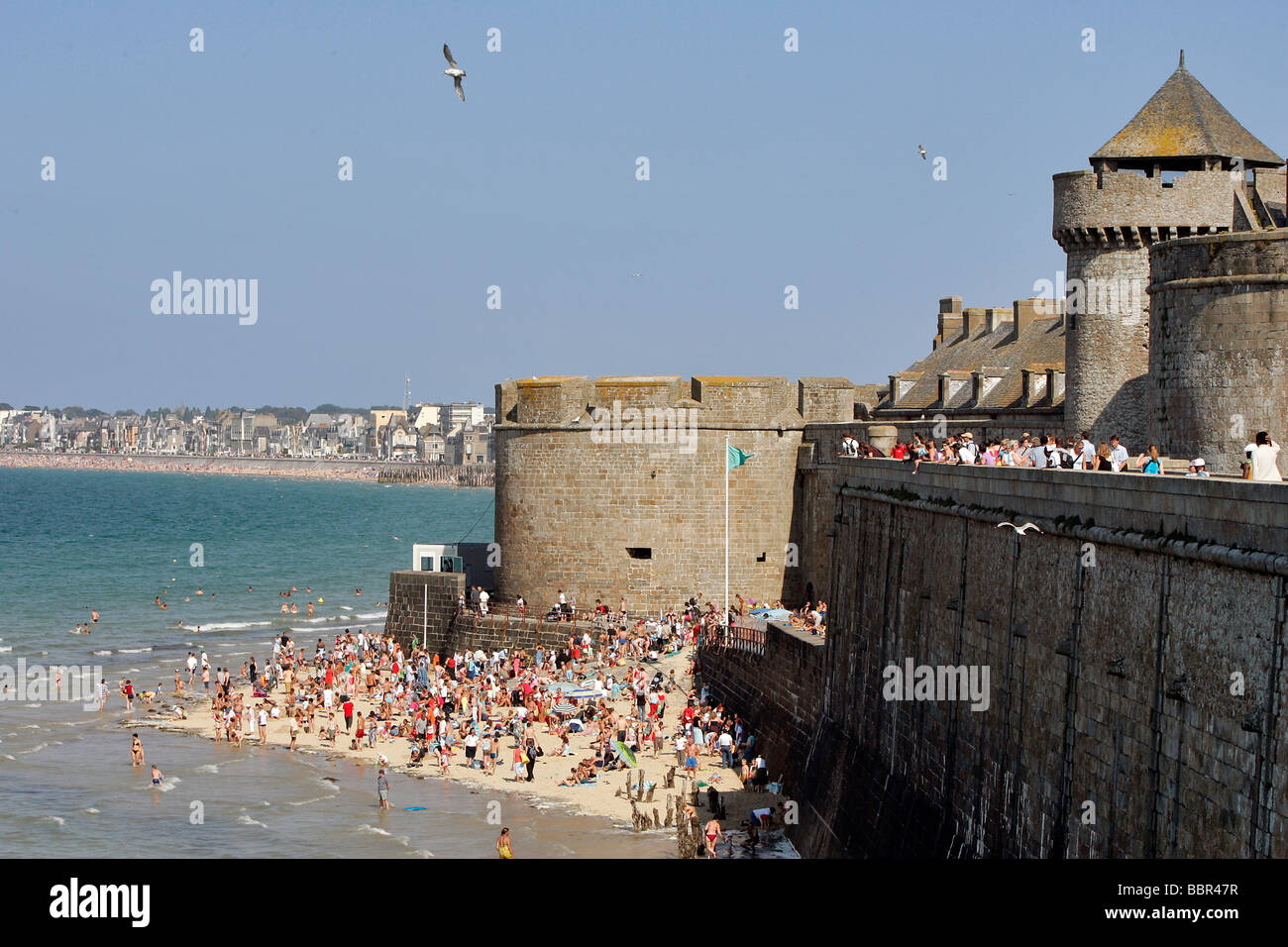 THE EVENTAIL BEACH AT THE FOOT OF THE BIDOUANE TOWER, SAINT-MALO, ILLE-ET-VILAINE (35), FRANCE Stock Photo
