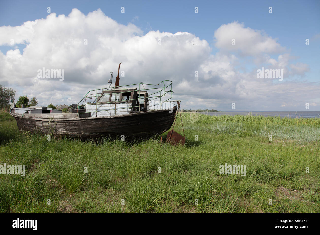 Beached old ship at the port of Liu, Estonia, Baltic Nation, Eastern Europe. Photo by Willy Matheisl - Stock Image