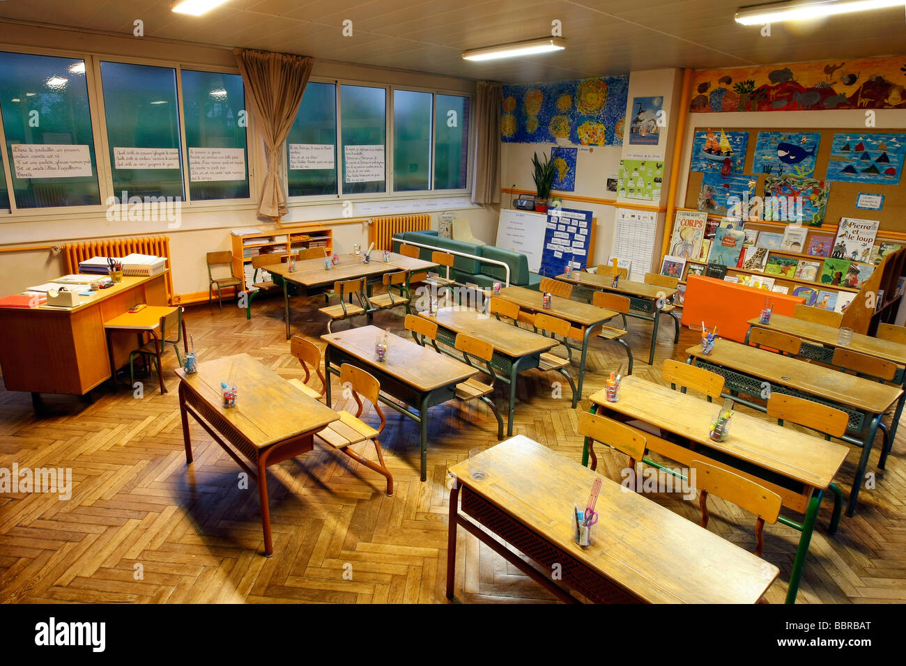 ELEMENTARY SCHOOL CLASSROOM WITHOUT CHILDREN, THE ROOMS ...
