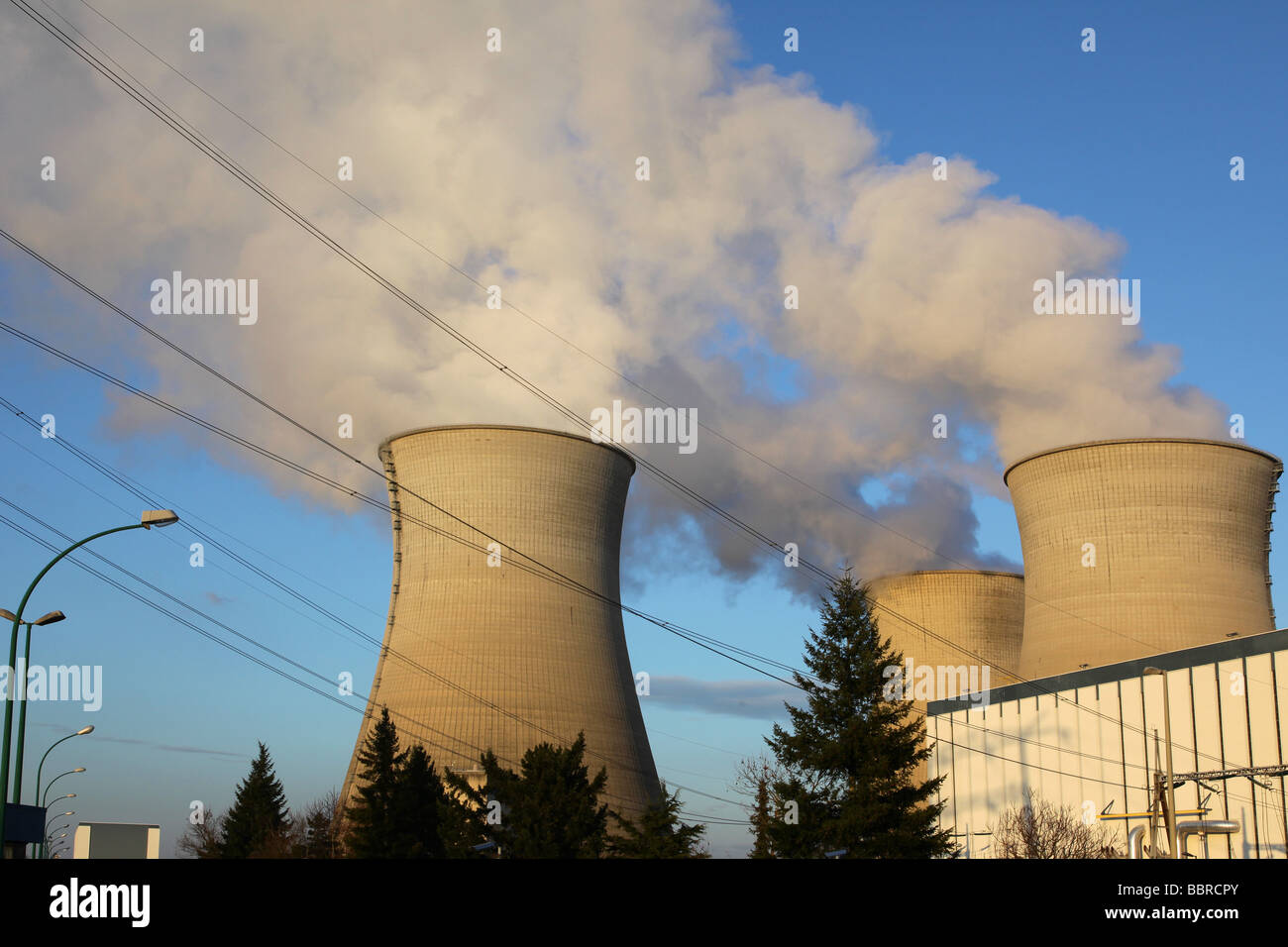 COOLING CHIMNEYS (STEAM) AT THE EDF NUCLEAR POWER PLANT, REP TYPE PRESSURIZED WATER REACTOR, BUGEY, AIN (01), FRANCE - Stock Image