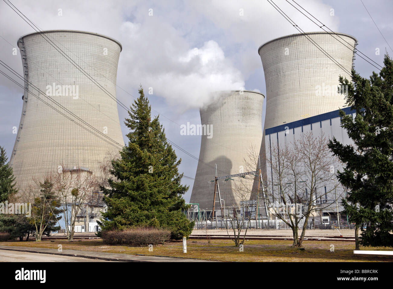 COOLING CHIMNEY (STEAM) AT THE EDF NUCLEAR POWER PLANT, REP TYPE PRESSURIZED WATER REACTOR, BUGEY, AIN (01), FRANCE - Stock Image