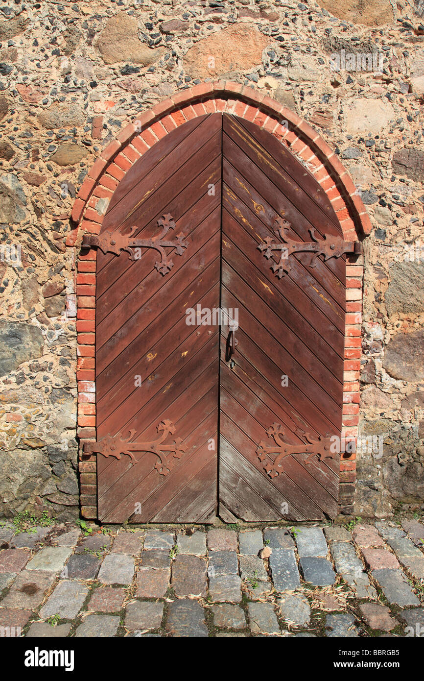 old traditional wooden door at Heimtali, Estonia, Baltic Nation, Eastern Europe. Photo by Willy Matheisl - Stock Image