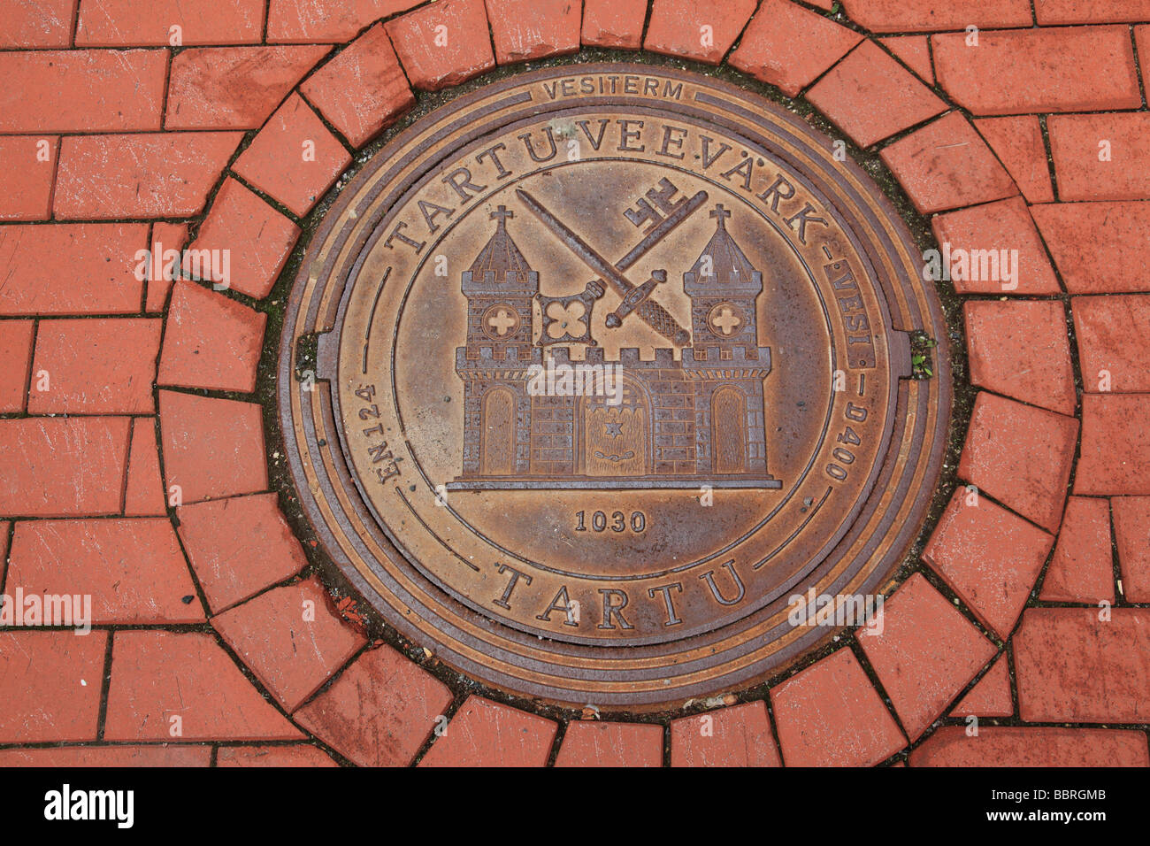 manhole cover on the street in the city of Tartu, Estonia, Baltic State, Eastern Europe.  Photo by Willy Matheisl - Stock Image