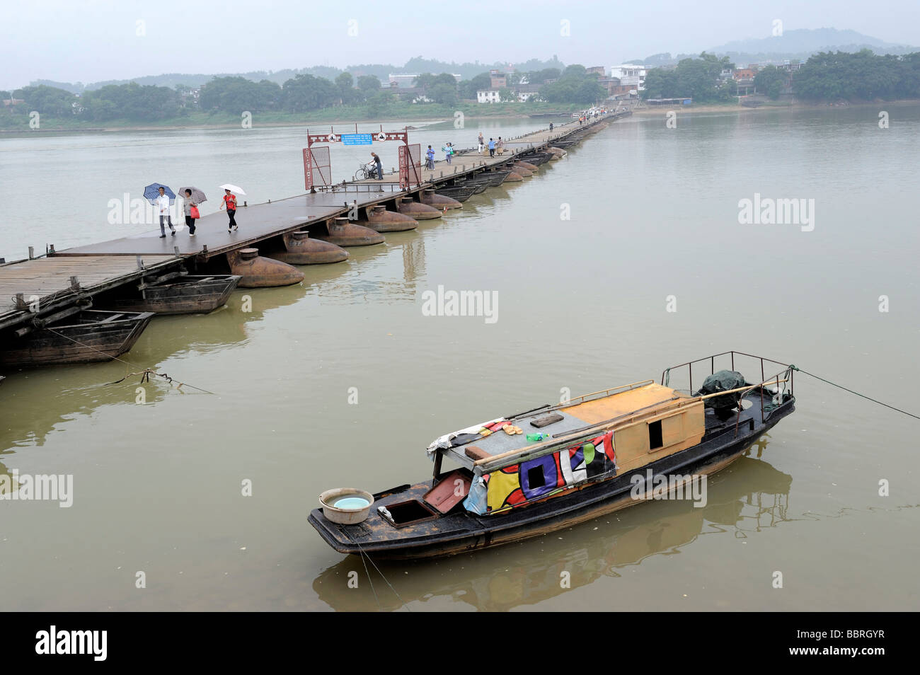 A sampan beside the ancient pontoon bridge in Ganzhou, Jiangxi, China. 11-Jun-2009 - Stock Image