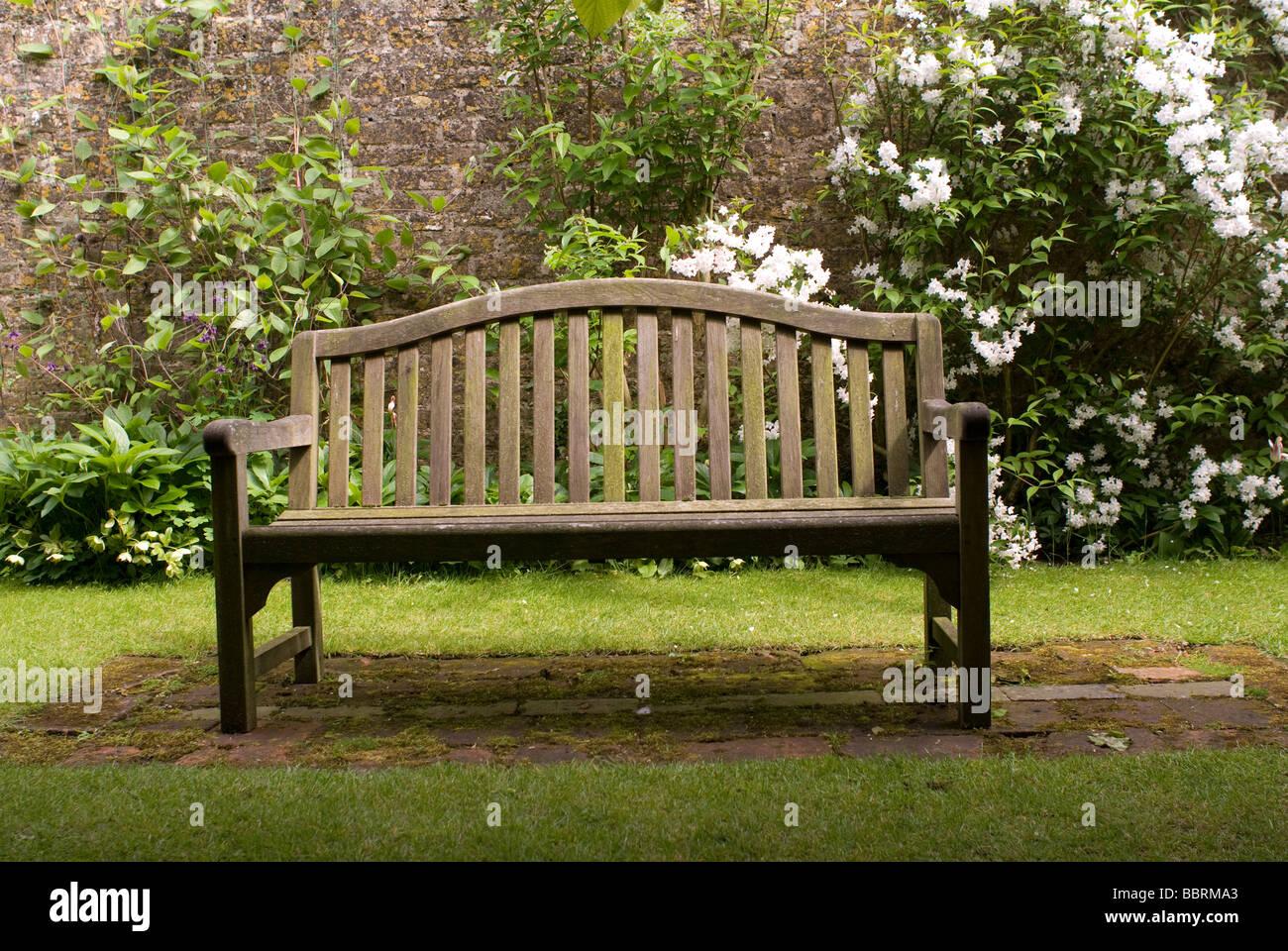 Garden Bench Stock Photos & Garden Bench Stock Images - Alamy