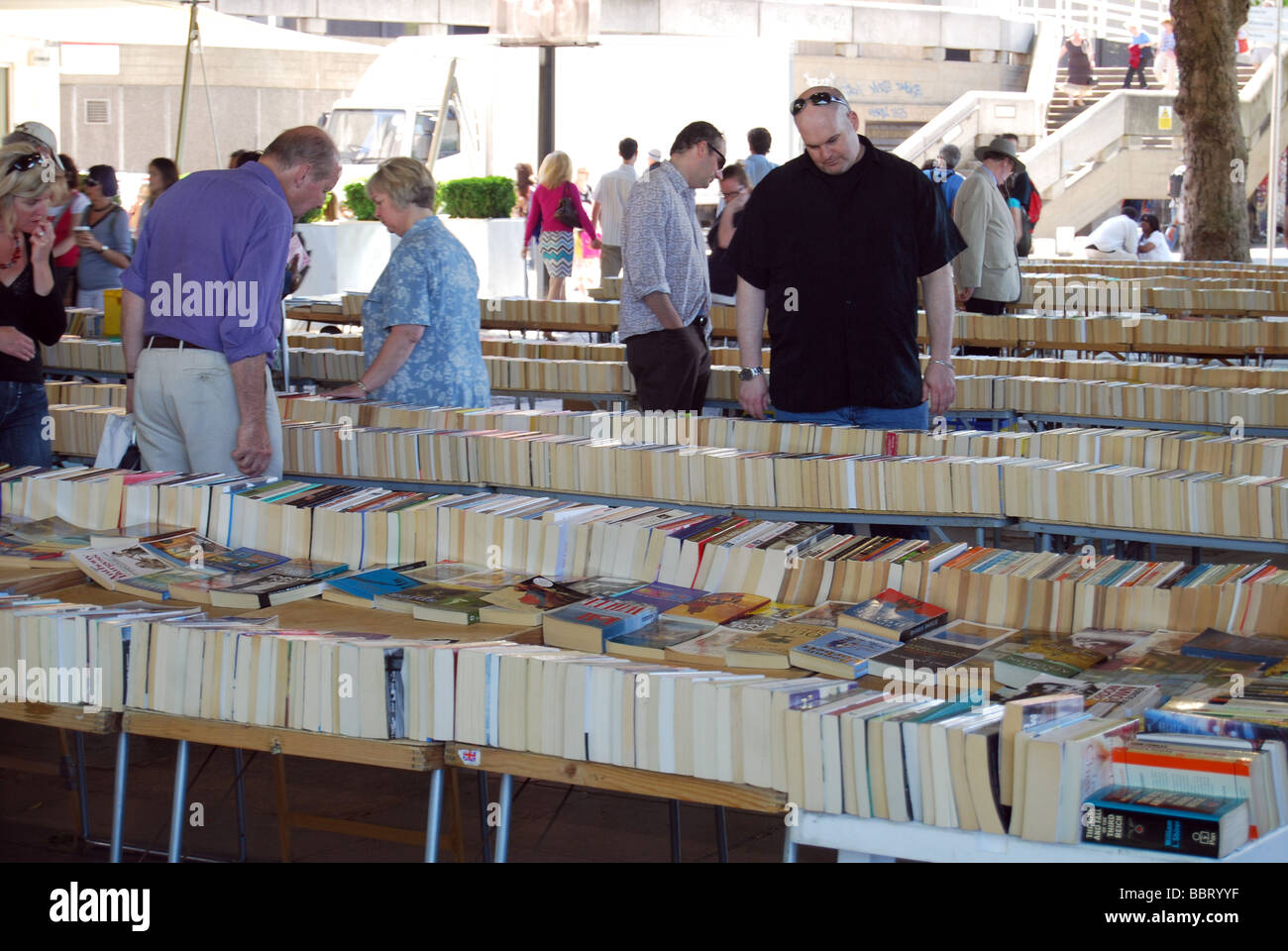 Secondhand book stall southbank London - Stock Image