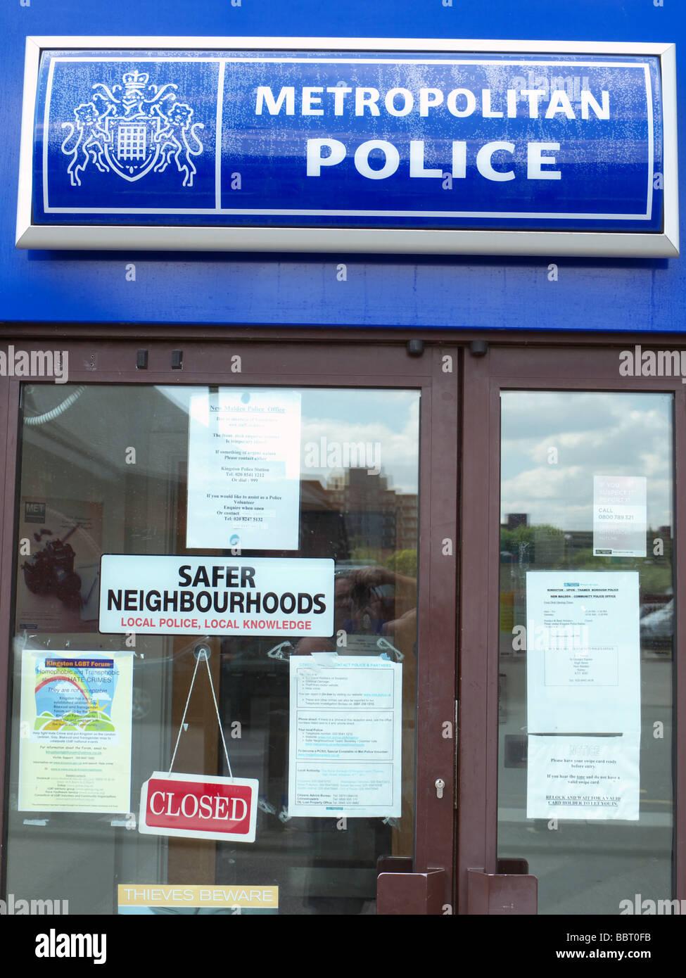 Metropolitan Police sign above doorway of community police station, New Malden Surrey UK - Stock Image