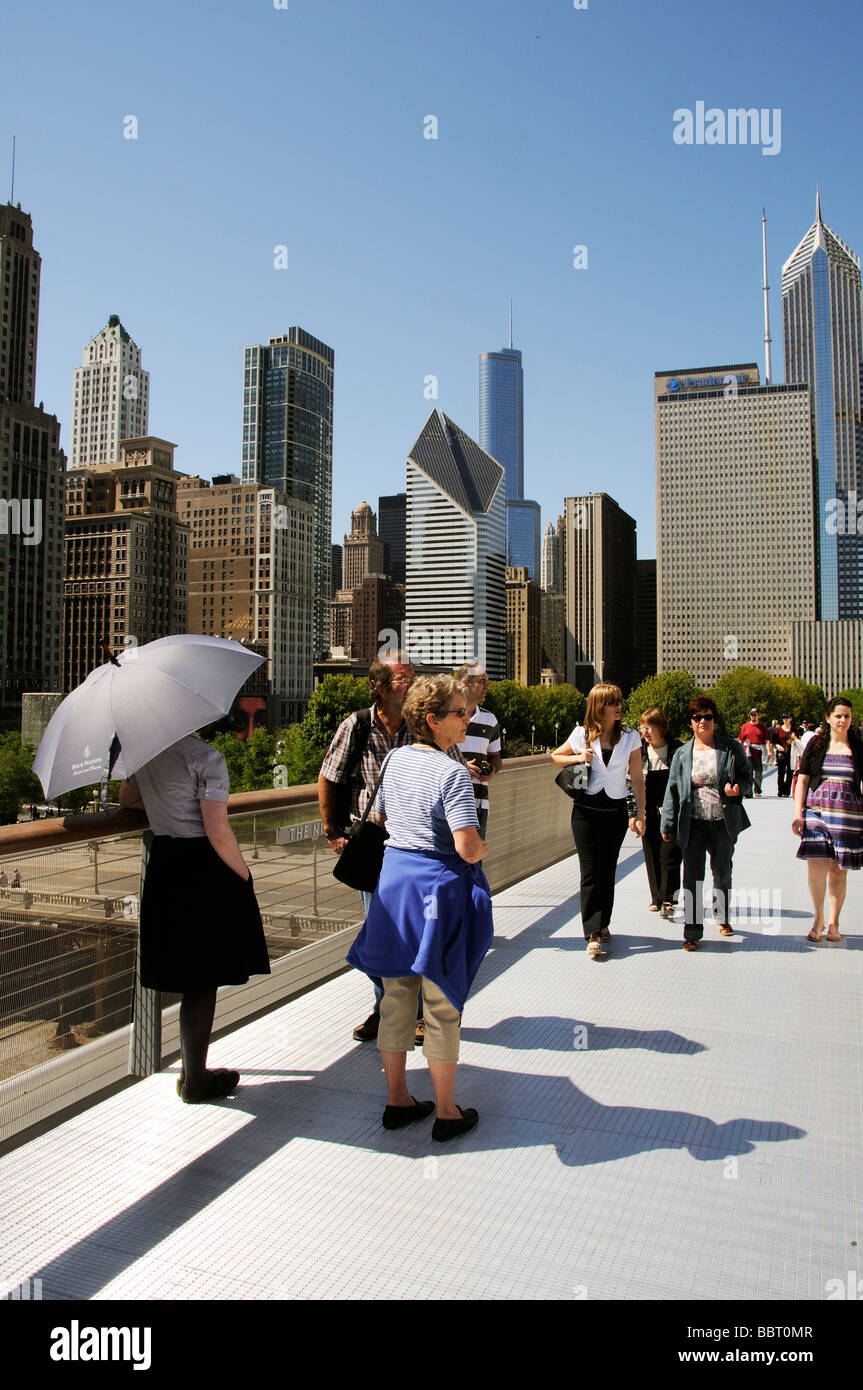 The Nichols Bridgeway access to and from The Art Institute of Chicago Illinois USA City skyscapers - Stock Image