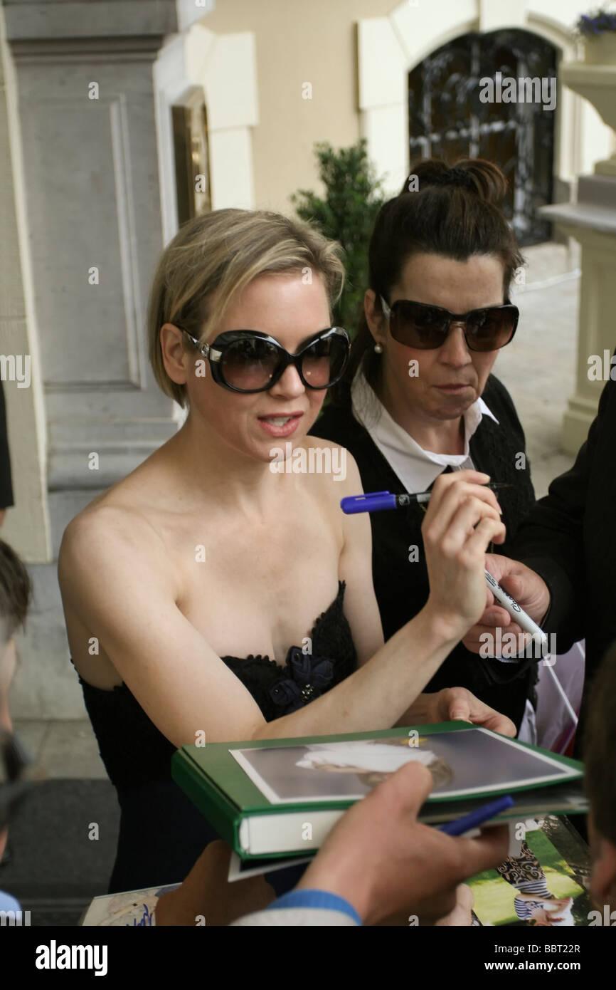 Renee Zellweger signing autographs in Karlovy Vary, Czech Republic - Stock Image