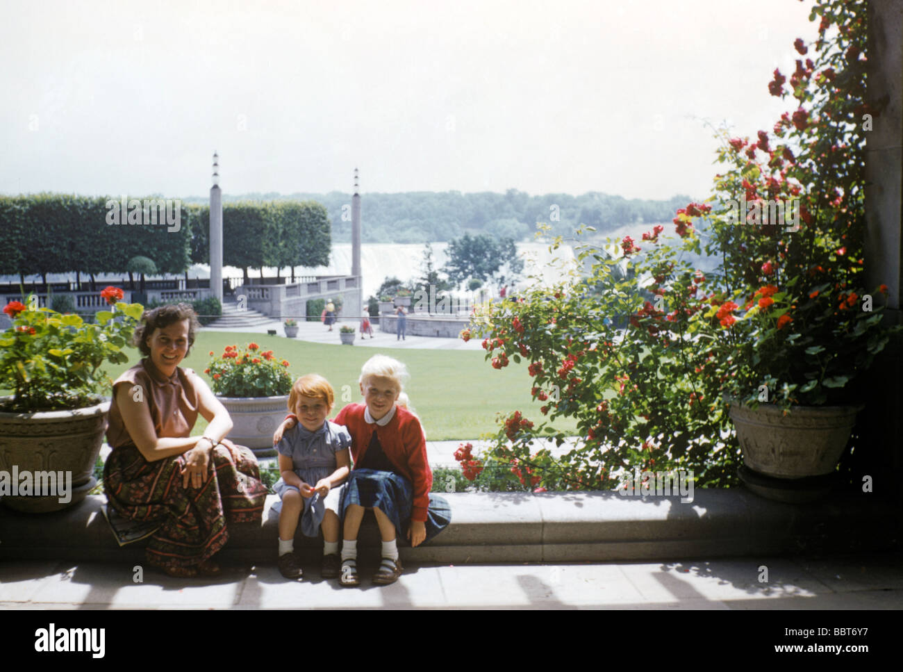 Young family on holiday in Niagara Falls Botanical Gardens 1955 - Stock Image
