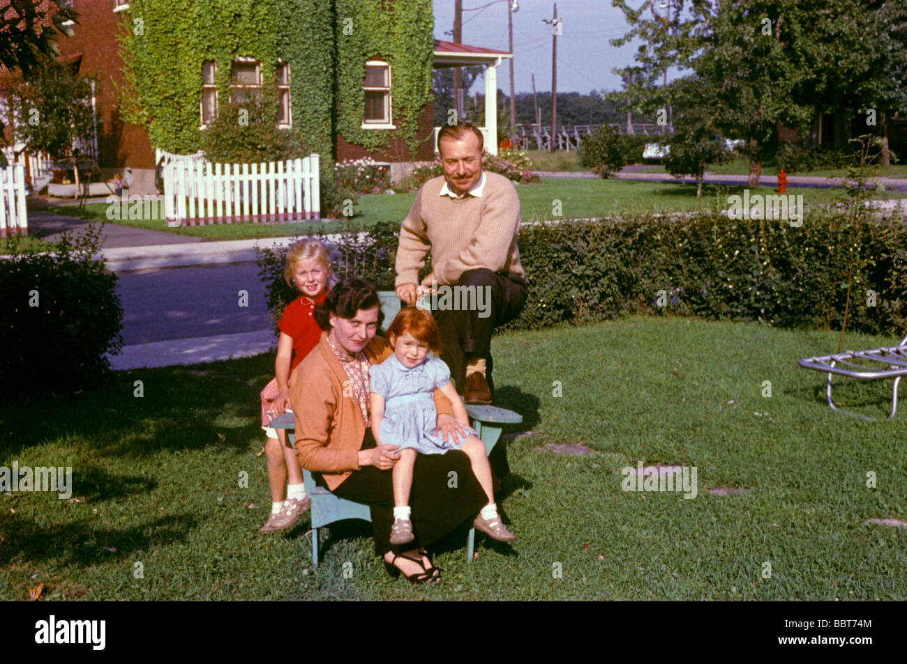 Young family at start of new life in North America 1956 - Stock Image