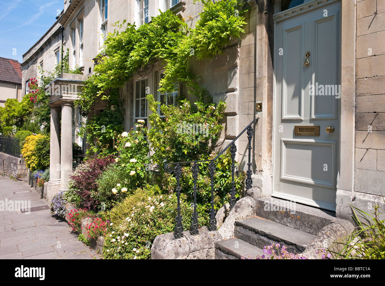 Old town houses and front gardens in Bradford on Avon UK Stock Photo ...