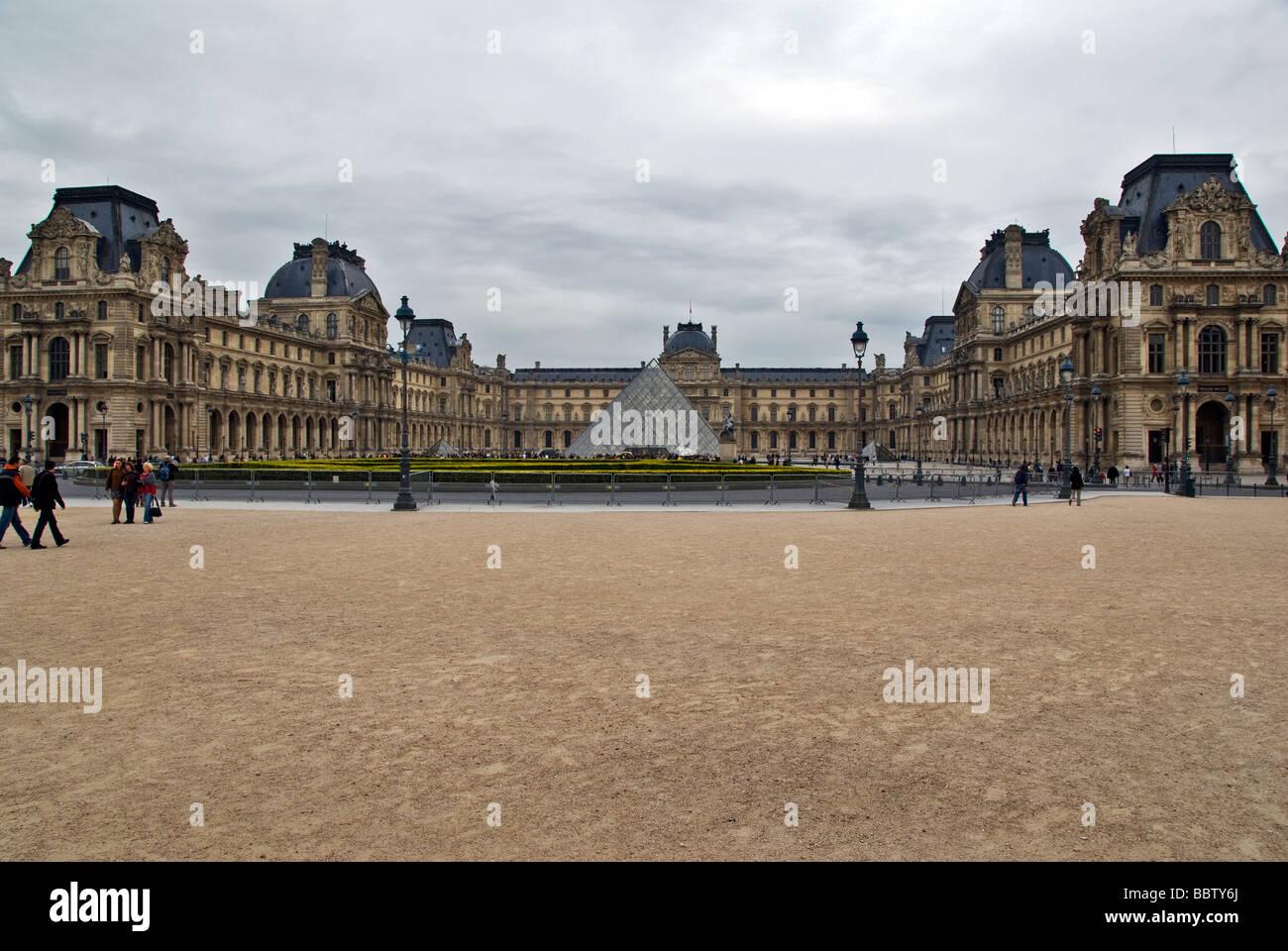 France Paris Musée de Louvre Palais Royal building glass pyramid - Stock Image