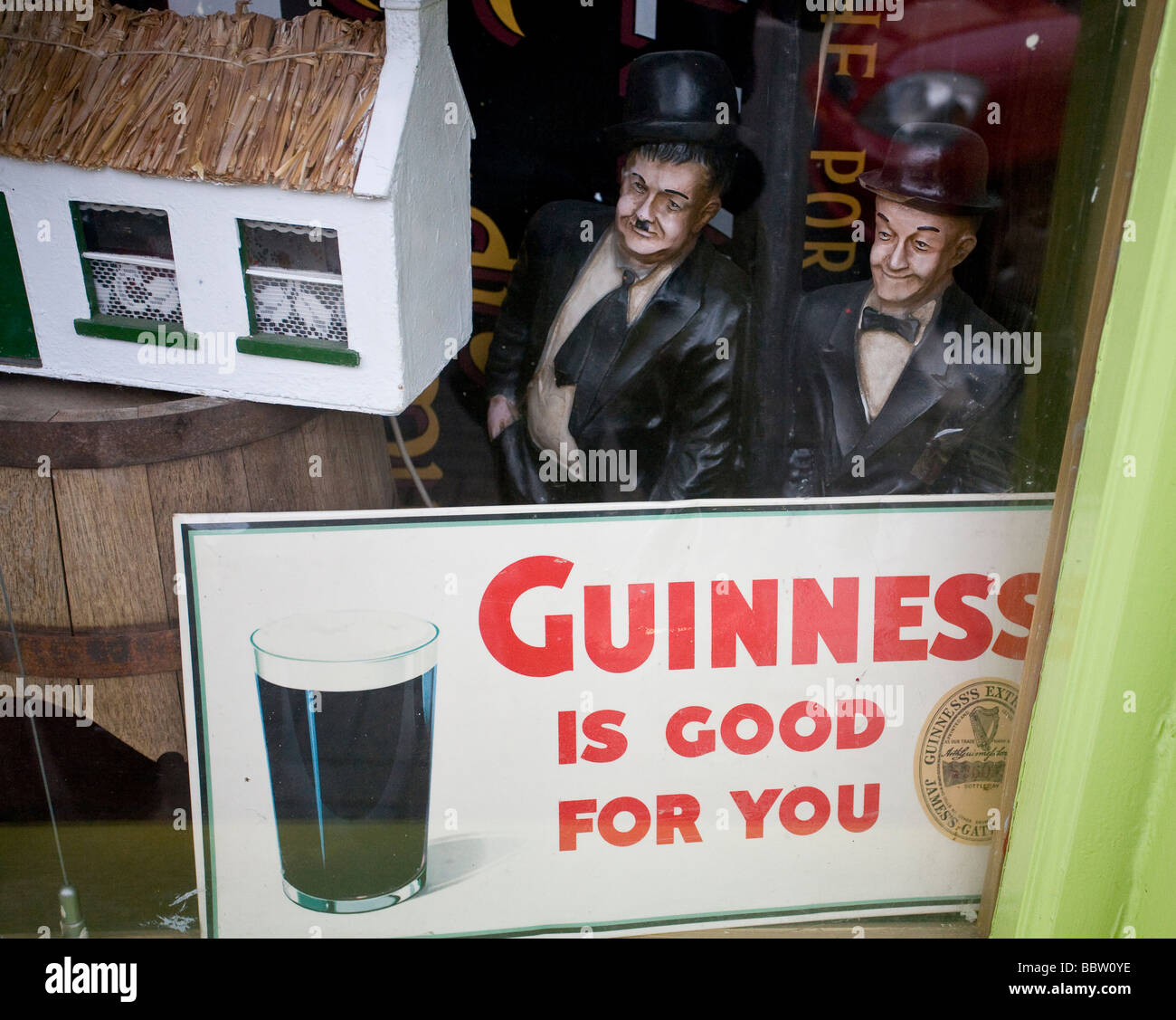Guinness is Good for You: Comedy. Laurel and Hardy  statues seem to be endorsing the famous Guinness slogan - Stock Image